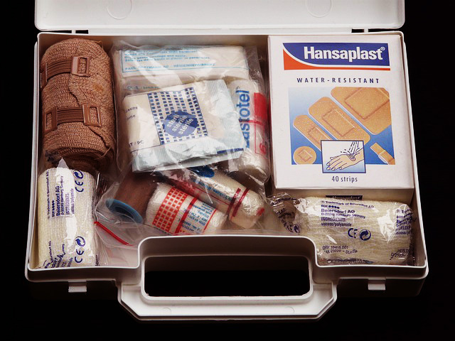 first-aid-kit-62643_640